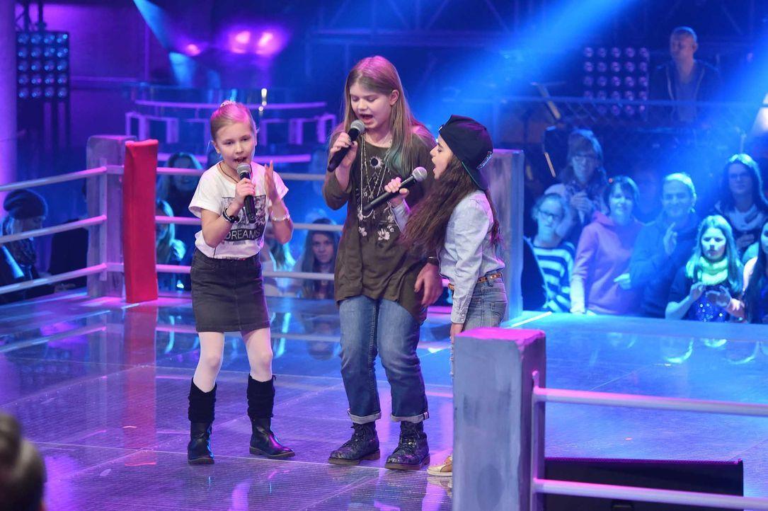 The-Voice-Kids-Stf04-Epi06-Battles-Emma-Leilani-Magdalina-SAT1-André-Kowalski - Bildquelle: SAT.1/André Kowalski
