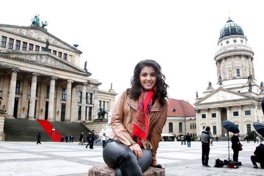 Katie Melua, Saengerin, posiert auf dem Gendarmenmarkt in Berlin zum Pressete...