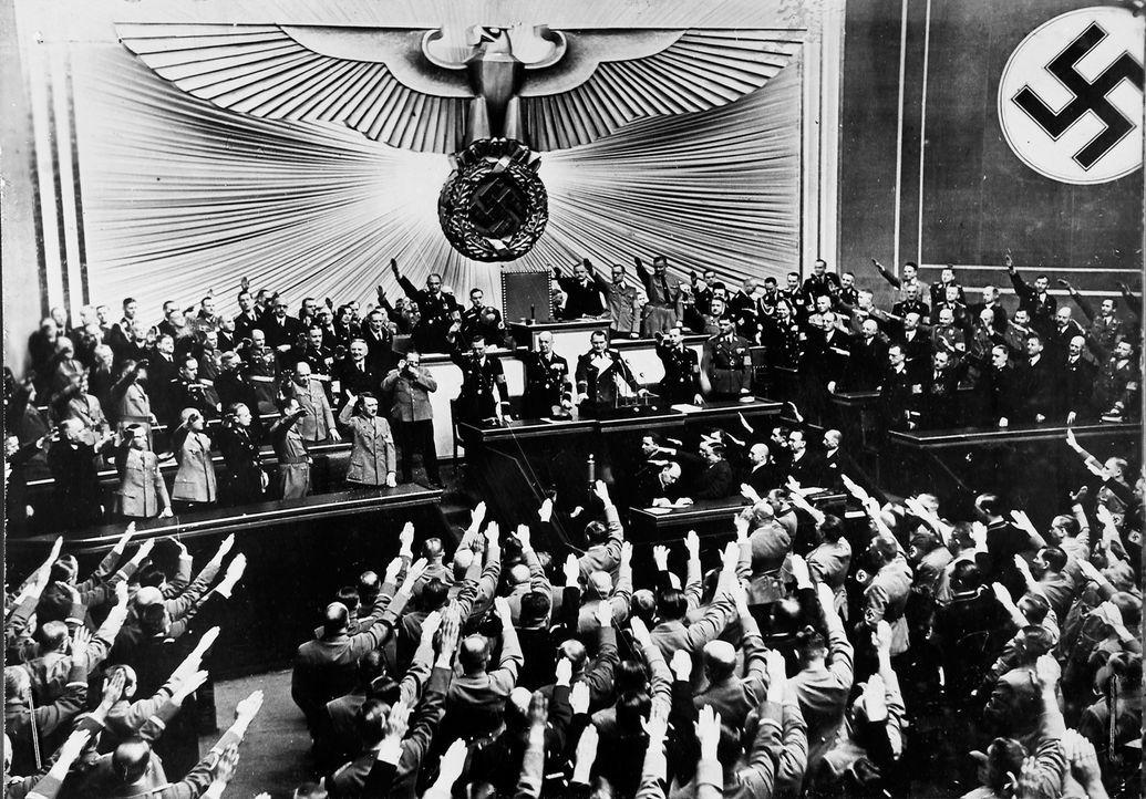 März 1938: Im Reichstag wird die Annexion Österreichs gefeiert. - Bildquelle: US National Archives