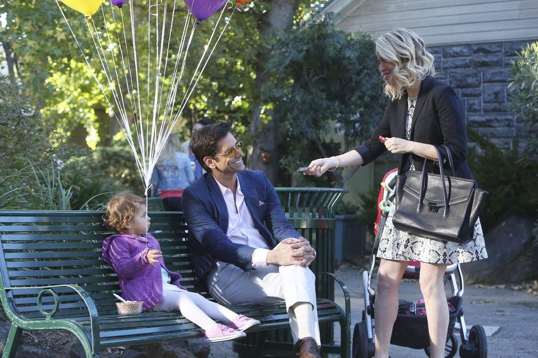 Als Jimmy (John Stamos, M.) mit Edie einen Ausflug macht, wird er von der Model-Agenten Leslie (Leslie Grossman, r.) angesprochen. Die hält Edie für... - Bildquelle: Jordin Althaus 2016 ABC Studios. All rights reserved.
