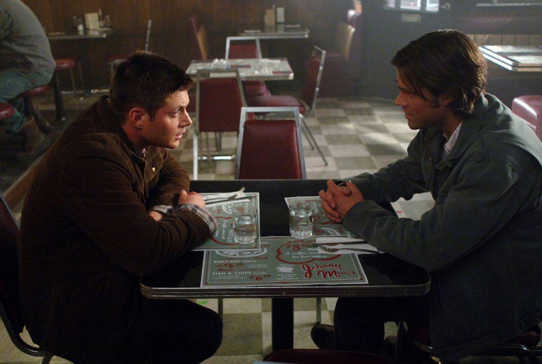Vier Monate sind vergangen und Dean (Jensen Ackles, l.) wurde aus der Hölle befreit. Sam (Jared Padalecki, r.) kann es kaum glauben ... - Bildquelle: Warner Bros. Television