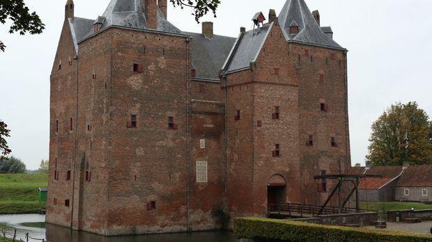 Während eines Rundgangs durch das Loevestein Schloss (Bild) in Holland erfahr...