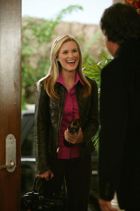 Soll mit Jimmy verkuppelt werden: Rachel (Bonnie Somerville, l.) ... - Bildquelle: Warner Bros. Television