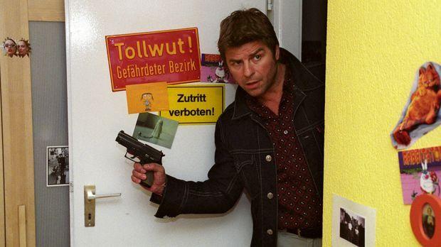 Jupp (Uwe Fellensiek) und Falk stoßen bei ihren Ermittlungen auf den mysteriö...