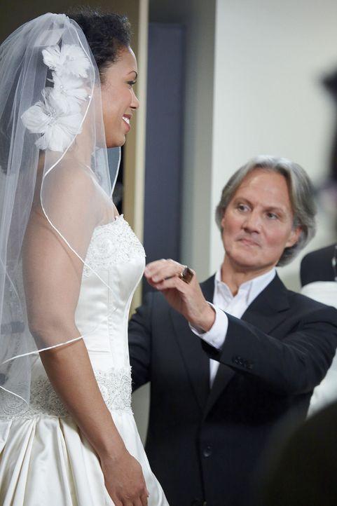 In Sachen Hochzeitskleid ist Monte Durham (r.) Experte. - Bildquelle: TLC & Discovery Communications
