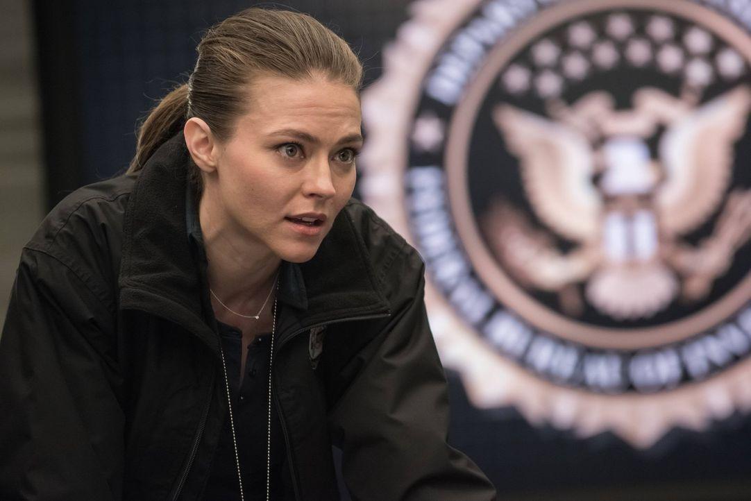 Fragt sich, wo Mayfair abgeblieben ist und ob Teammitglieder beim Verschwinden beteiligt waren: Ali (Trieste Kelly Dunn) ... - Bildquelle: Warner Brothers