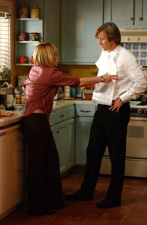 Die fürsorgliche Allison (Patricia Arquette, l.) trifft lieber eine Sicherheitsmaßnahme, nicht dass sich ihr tollpatschiger Ehemann Joe (Jake Weber,... - Bildquelle: Paramount Network Television