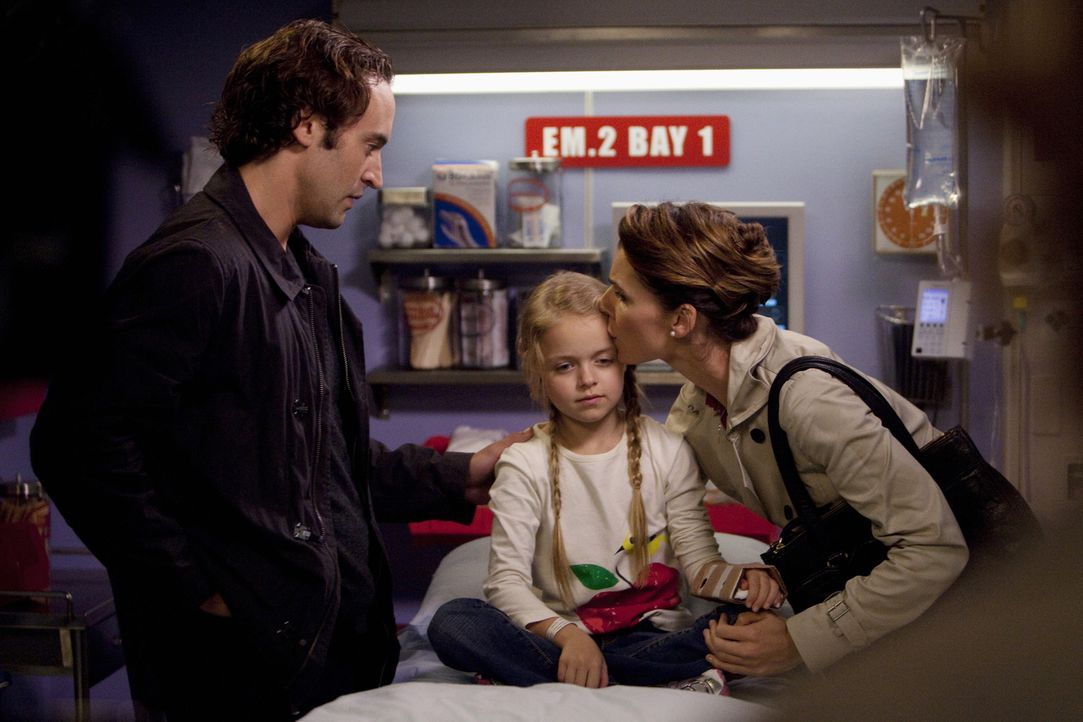 Ron (Charlie Hofheimer, l.) und Dana Nelson (Chryssie Whitehead, r.) kämpfen um die Gunst ihrer Tochter und merken dabei nicht, dass es Sarah (Kyli... - Bildquelle: ABC Studios