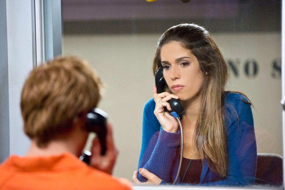 Versuchen herauszufinden, wer Flora wirklich auf dem Gewissen hat: Marisol (Ana Ortiz, r.) und Eddie (Eddie Hassell, l.) ... - Bildquelle: ABC Studios