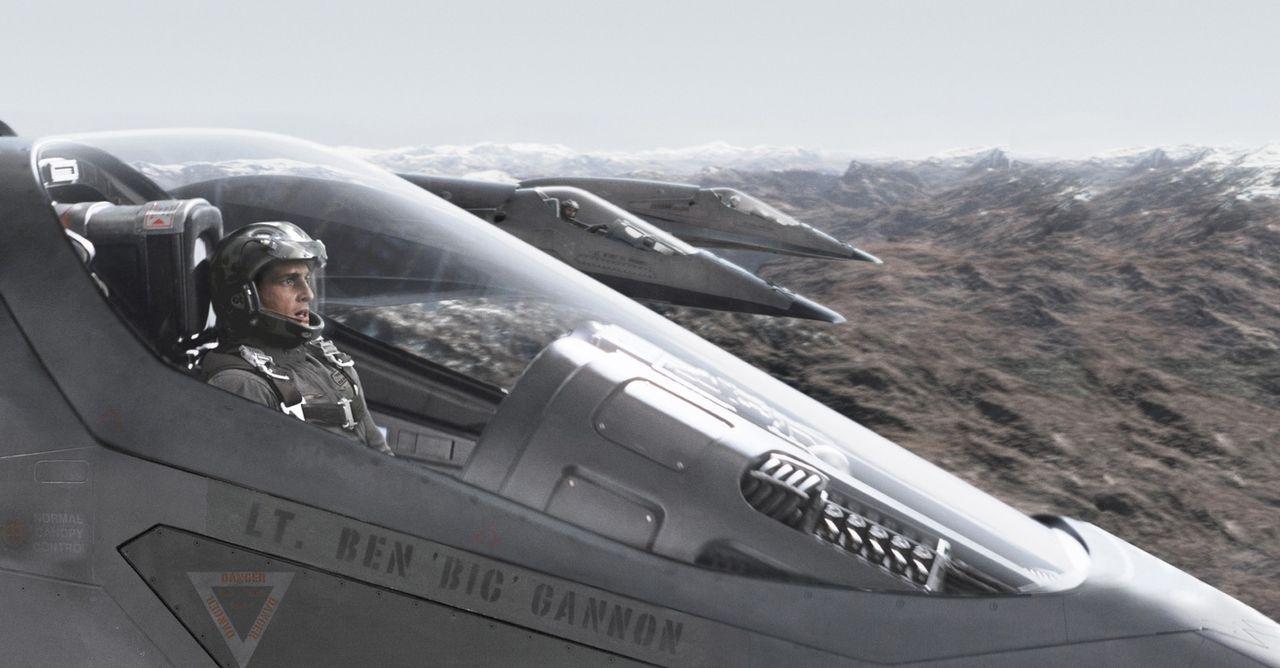 """In den ersten Flügen soll der unbemannte Stealth-Überschallbomber """"EDI"""" das menschliche Trio Ben (Josh Lucas), Kara und Henry nur begleiten und von... - Bildquelle: 2005 Columbia Pictures Industries, Inc. All Rights Reserved."""