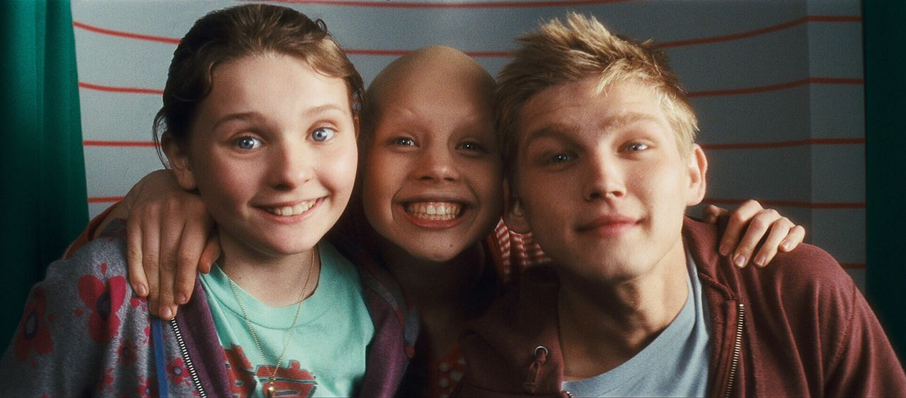 Trotz der schwierigen Situation verstehen sich die Geschwister super: Anna (Abigail Breslin, l.), Kate (Sofia Vassilieva, M.) und Jesse Fitzgerald (... - Bildquelle: Warner Brothers