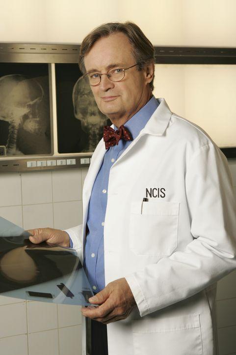 (2. Staffel) - Ducky (David McCallum) ist der Gerichtsmediziner des NAVY CIS Teams. Er ist exzentrisch, schelmisch und dennoch liebenswert ... - Bildquelle: CBS Television