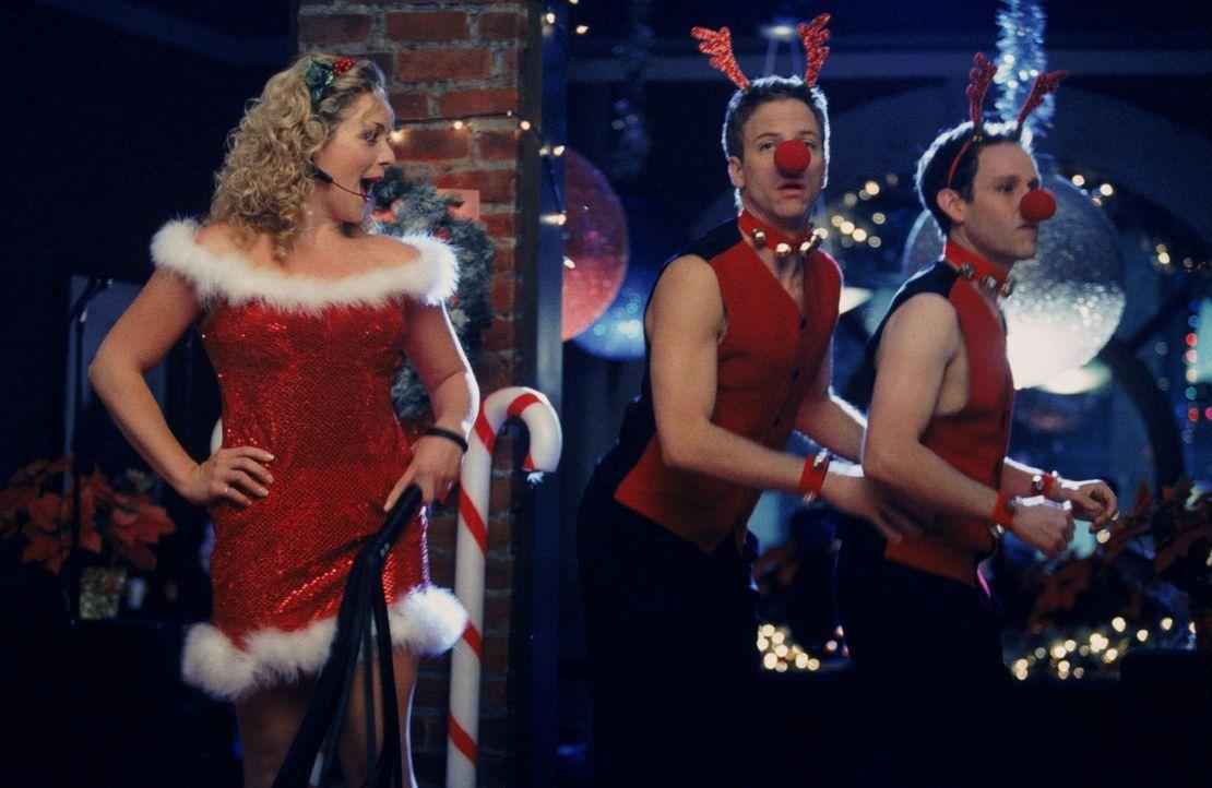 Die Weihnachtsstimmung in der Kanzlei lässt die Gefühle aller verrücktspielen. Während Elaine (Jane Krakowski, l.) ihren Auftritt in vollen Züg... - Bildquelle: Twentieth Century Fox Film Corporation. All rights reserved.
