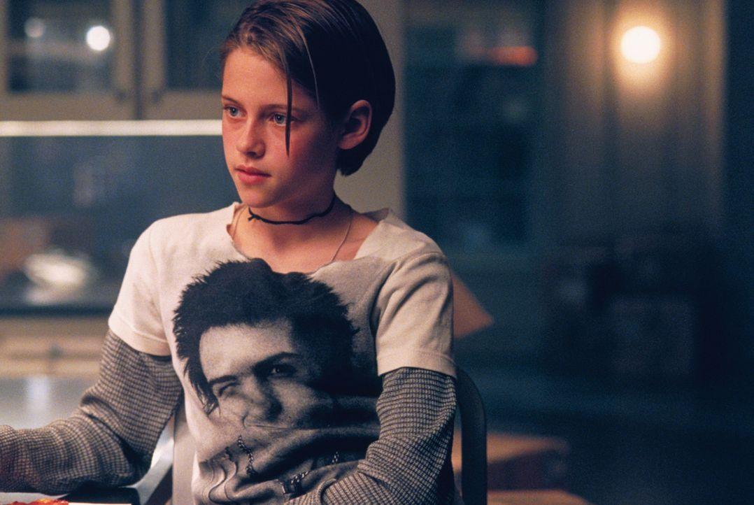Die junge Teenagerin Sarah (Kristen Stewart) kommt nur schwer mit der Trennung ihrer Eltern zurecht, dennoch versucht sie, ihrer Mutter gegenüber St... - Bildquelle: 2003 Sony Pictures Television International. All Rights Reserved
