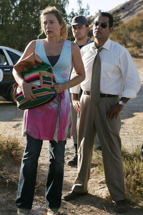 Lucys (Alex Kingston, l.) Mann wurde entführt. Um der Sache auf den Grund zugehen, arbeiten Danny und Jack gemeinsam mit dem mexikanischen Cop Cruz... - Bildquelle: Warner Bros. Entertainment Inc.