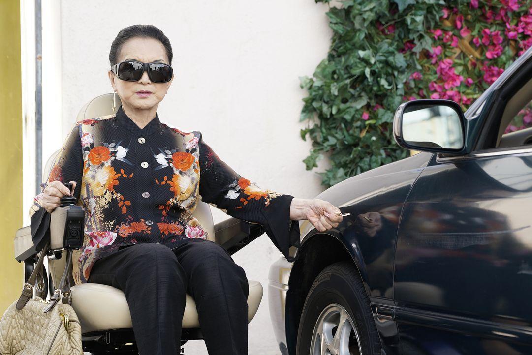Wird von Louis und den Jungs überrascht: Grandma Huang (Lucille Soong) ... - Bildquelle: 2016-2017 American Broadcasting Companies. All rights reserved.