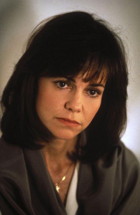 Die Amerikanerin Betty (Sally Field) heiratet den iranischen Arzt Moody. Sie bekommt mit ihm eine Tochter, Mahtab. Als Moody vorschlägt, seine Fami... - Bildquelle: 1991 METRO-GOLDWYN-MAYER STUDIOS INC. All Rights Reserved.