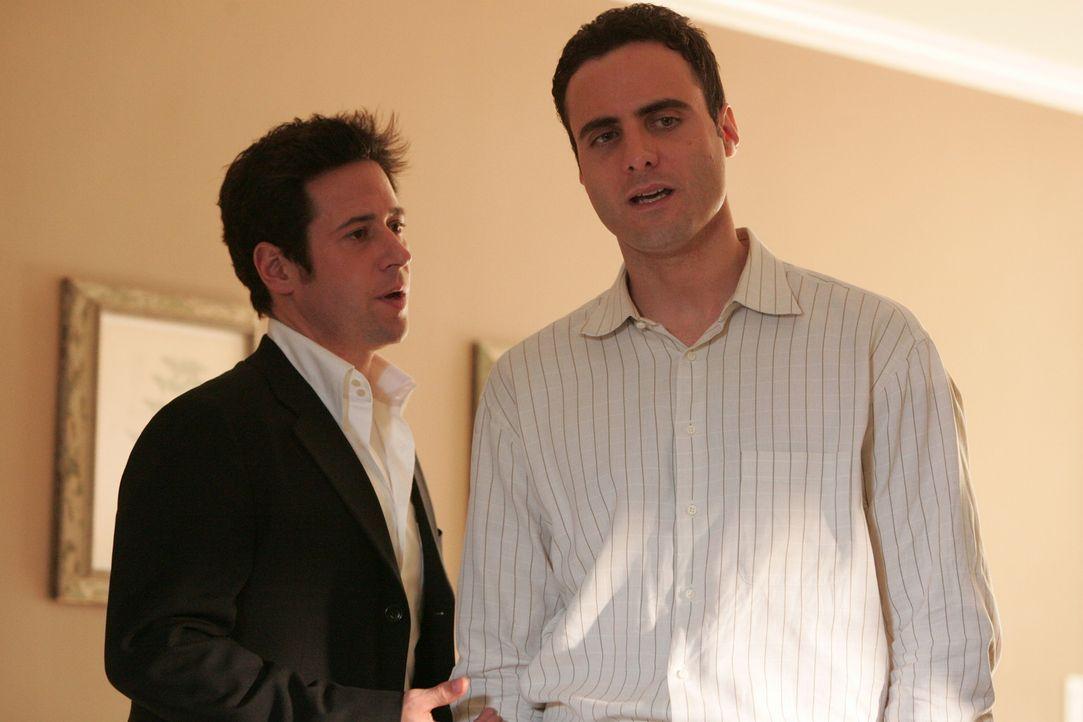 Um einen neuen Mordfall zu lösen, befragt Don (Rob Morrow, l.) Jonas Bayle (Dominic Fumusa, r.), dessen Frau ein Jahr zuvor genau so umgebracht wur... - Bildquelle: Paramount Network Television