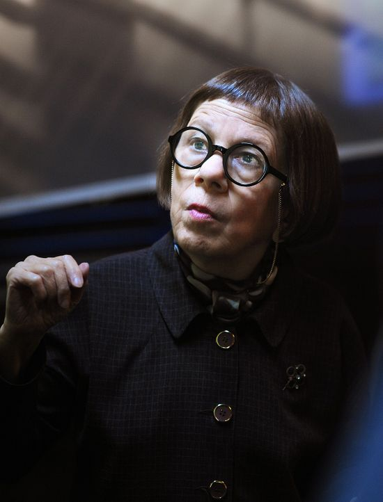 Weist ihr Team in die Ermittlungen ein: Hetty (Linda Hunt) ... - Bildquelle: CBS Studios Inc. All Rights Reserved.