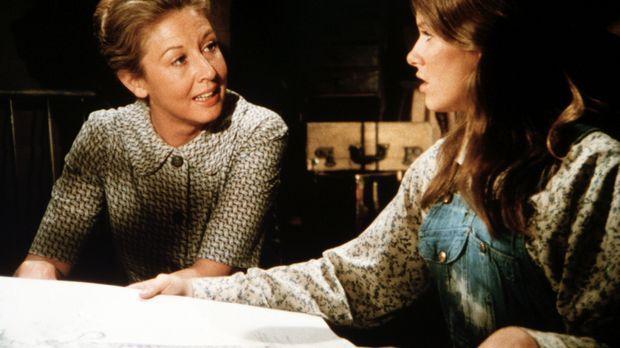 Mary Ellen Walton (Judy Taylor, r.) erzählt ihrer Mutter (Michael Learned, l....