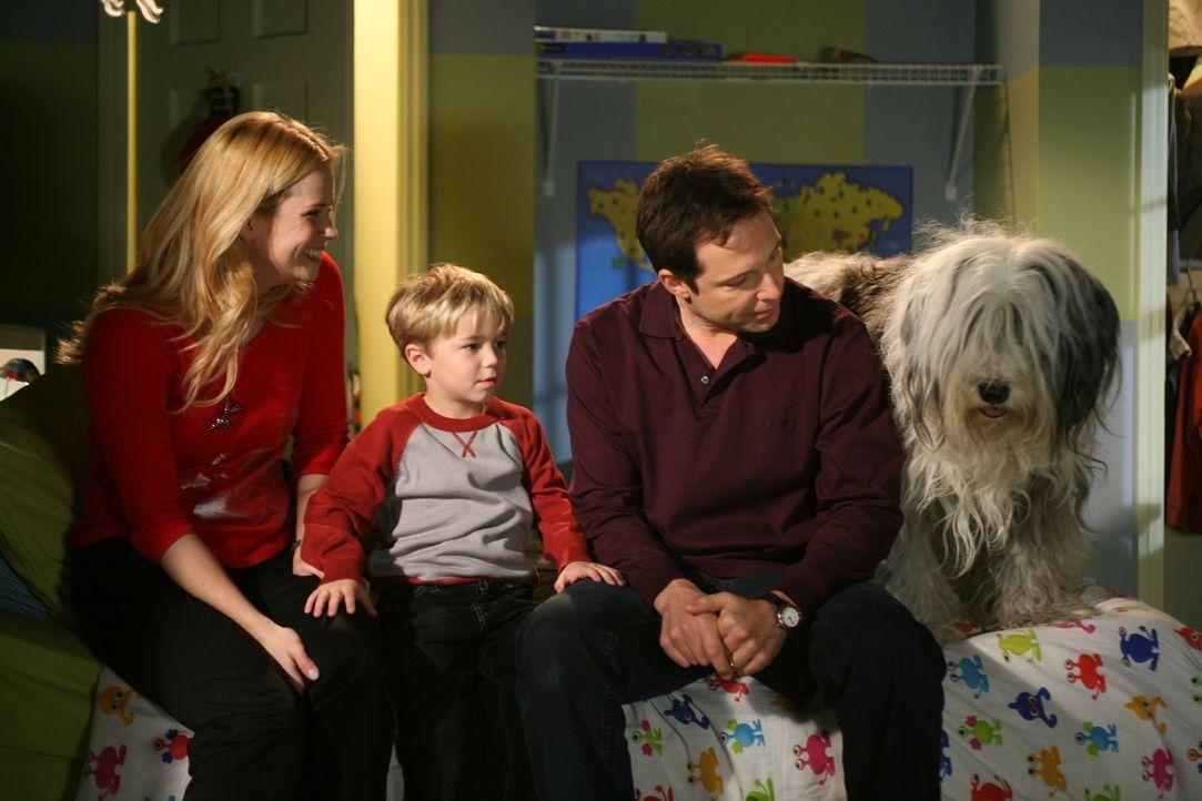 Dennis' (Maxwell Perry Cotton, M.) Eltern (Kim Schraner, l. und George Newbern, r.) müssen auch in der Vorweihnachtszeit mit chaotischen Einfällen... - Bildquelle: Warner Bros.