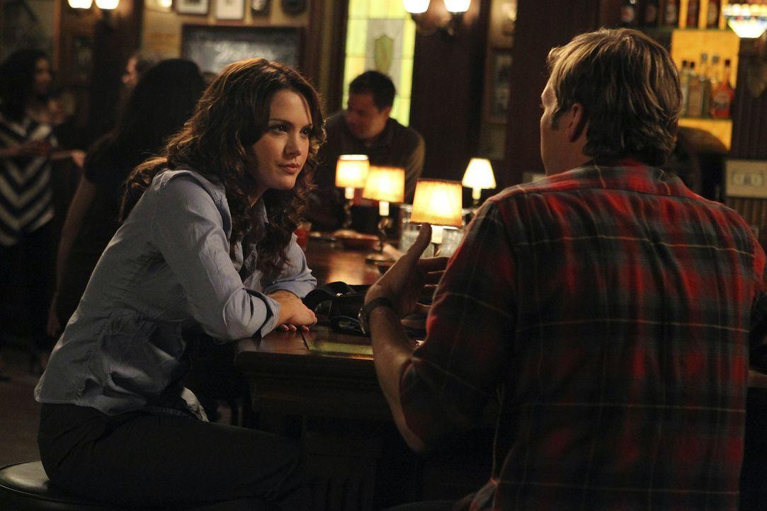 Während Aaron sich auf den nächsten Schritt mit Riley freut, legen Ben (Ryan Hansen, r.) und Sara (Danneel Ackles, l.) ihre Bettgeschichte  vorers... - Bildquelle: NBC Universal, Inc.