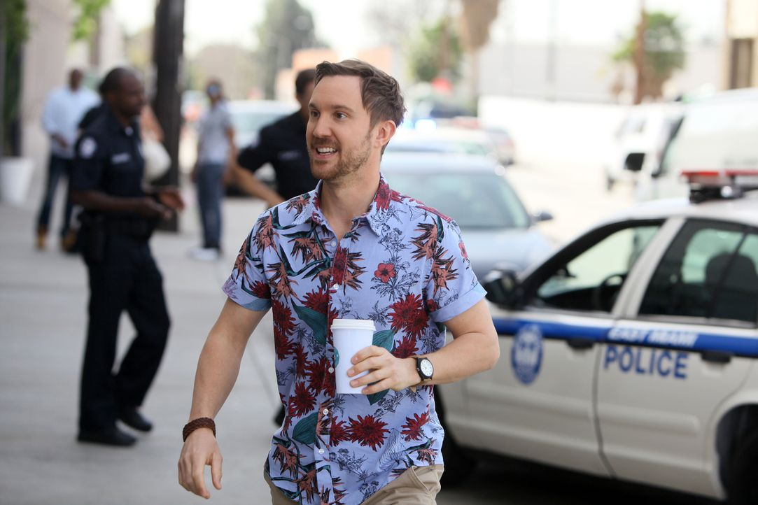 Der junge Pathologe Mitchie Mendelson (Sam Huntington) möchte sich unbedingt bei Rosewood für das Jobangebot bedanken und tritt in seiner Dankbarkei... - Bildquelle: 2015-2016 Fox and its related entities.  All rights reserved.