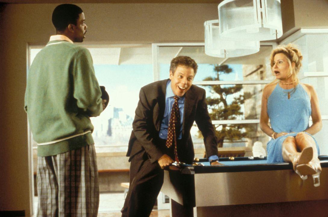 Der schwarze Komiker Lance (Chris Rock, l.) der sich beim Radfahren nach einer Frau umdreht, wird er von einem LKW überfahren und kommt vorzeitig im... - Bildquelle: Paramount Pictures
