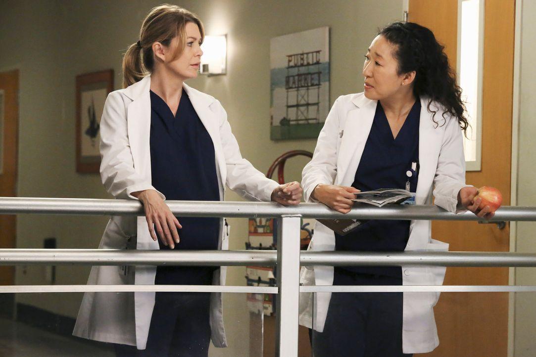 Christina (Sandra Oh, r.) entdeckt bei einem ihrer Patienten ein Blutgerinnsel, das bisher übersehen wurde und verlangt eine sofortige Operation. M... - Bildquelle: ABC Studios