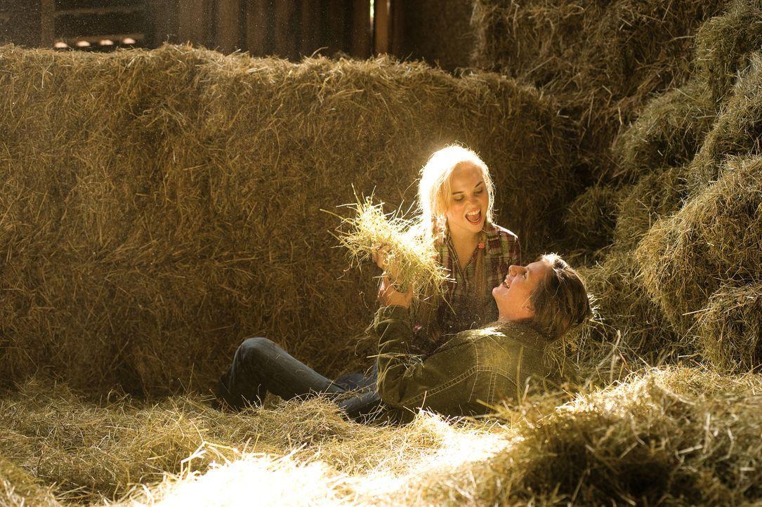 Dass Markus (Jonathan Beck, r.) seine Ferien ausgerechnet auf dem Reiterhof von Vanessa (Christina Peifer, l.) verbringen muss, sorgt bei Mila für w... - Bildquelle: Constantin Film Verleih GmbH