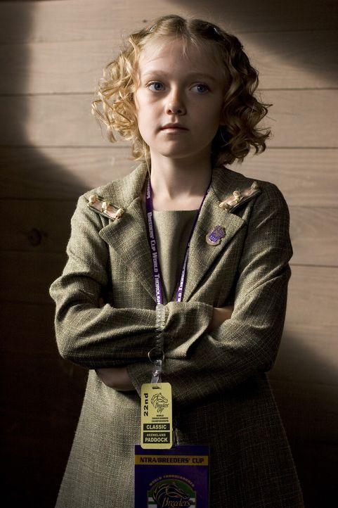 Als ihr Vater die todkranke Stute Sonya als Abfindung bei seiner Kündigung bekommt, fasst Cale (Dakota Fanning) einen übermütigen Plan ... - Bildquelle: Epsilon Motion Pictures