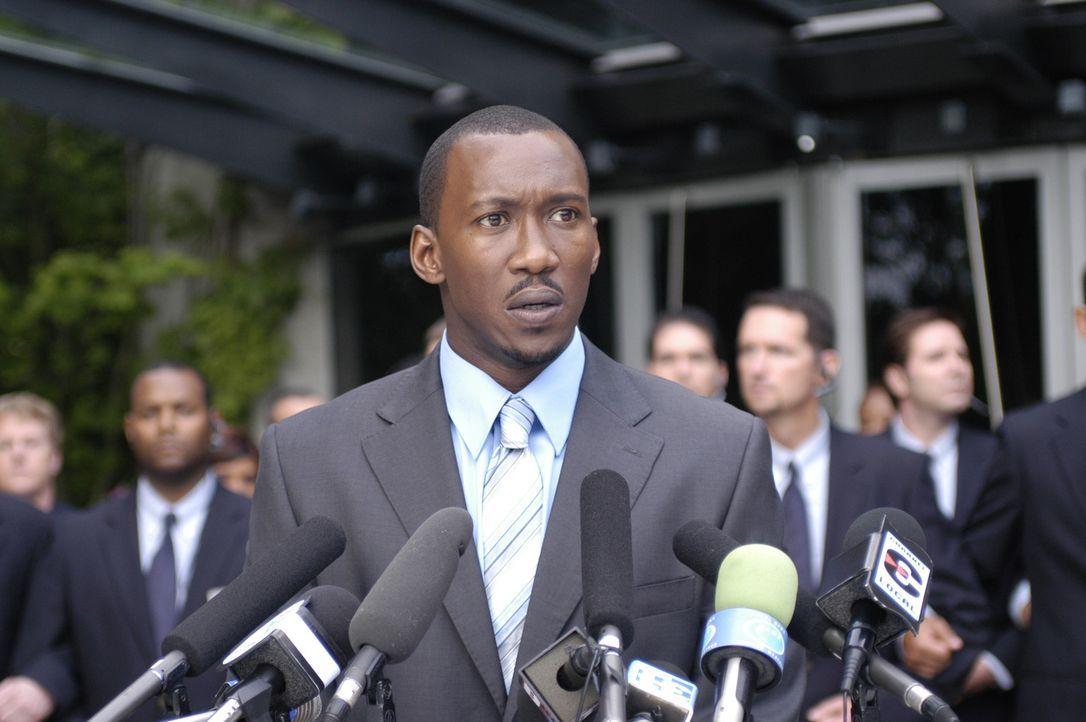 Richard (Mahershalalhashbaz Ali) wendet sich an die Presse, um gegen die NTAC vorzugehen ... - Bildquelle: Viacom Productions Inc.
