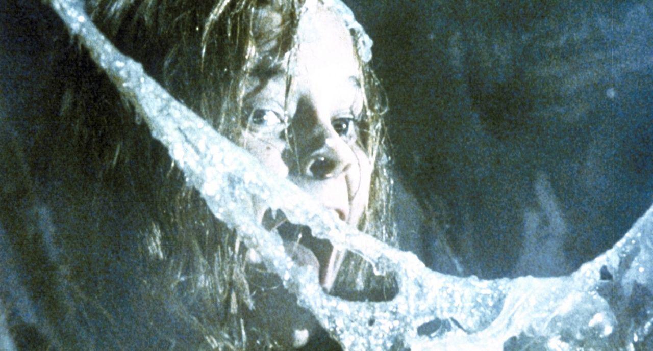 Die riesige, Eier legende Alienmutter droht, auch Ripley, Newt (Carrie Henn) und die Elitesoldaten in Kokons einzuspinnen - als Brutplatz und Futter... - Bildquelle: 20th Century Fox of Germany