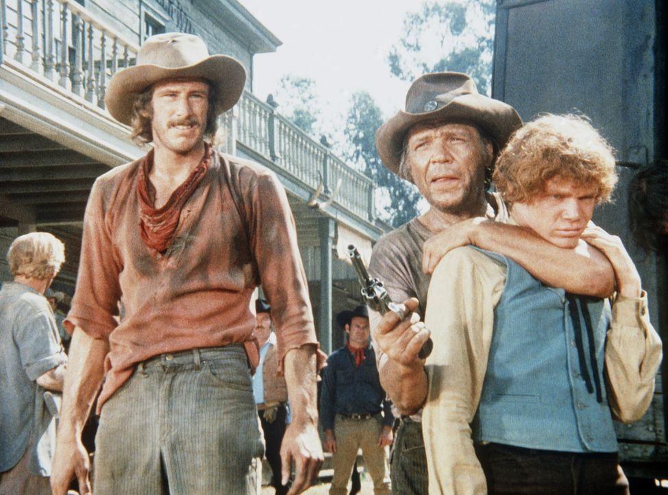 Jamie (Mitch Vogel, r.) wird von Doyle (Neville Brand, M.) als Geisel genommen. - Bildquelle: Paramount Pictures