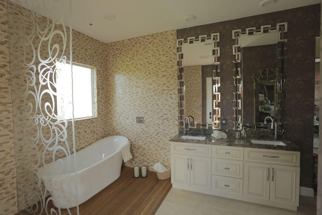 Der perfekte Job für Rob van Winkle und sein Team: Ein beengendes Badezimmer soll in ein großräumiges Spa verwandelt werden ... - Bildquelle: 2014, DIY Network/Scripps Networks, LLC. All Rights Reserved.