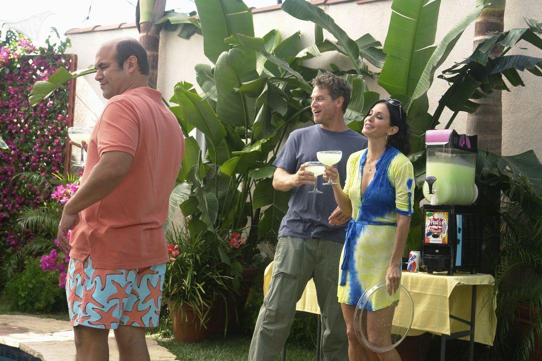 Partyalarm: Andy (Ian Gomez, l.), Bobby (Brian Van Holt, M.) und Jules (Courteney Cox, r.) ... - Bildquelle: 2010 ABC INC.