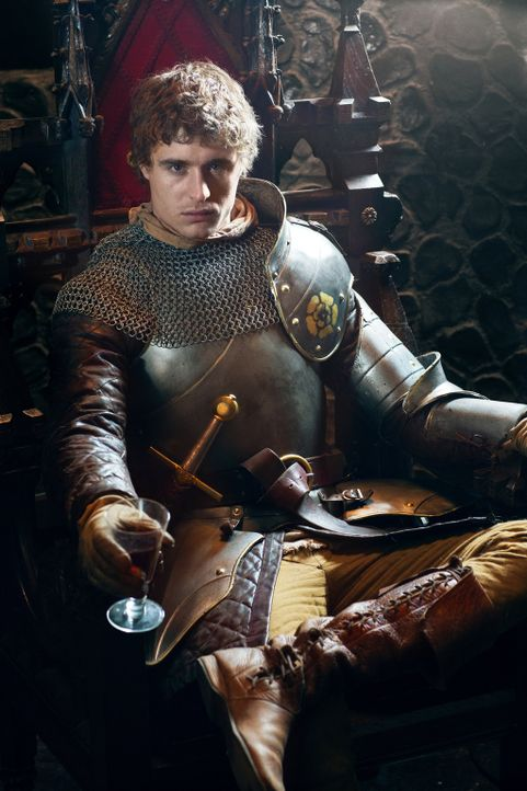 Max Irons als King Edward - Bildquelle:  2013 Starz Entertainment LLC, All rights reserved
