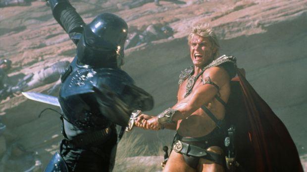 In einem epischen Schwertkampf zwischen Gut und Böse kämpfen He-Man (Dolph Lu...