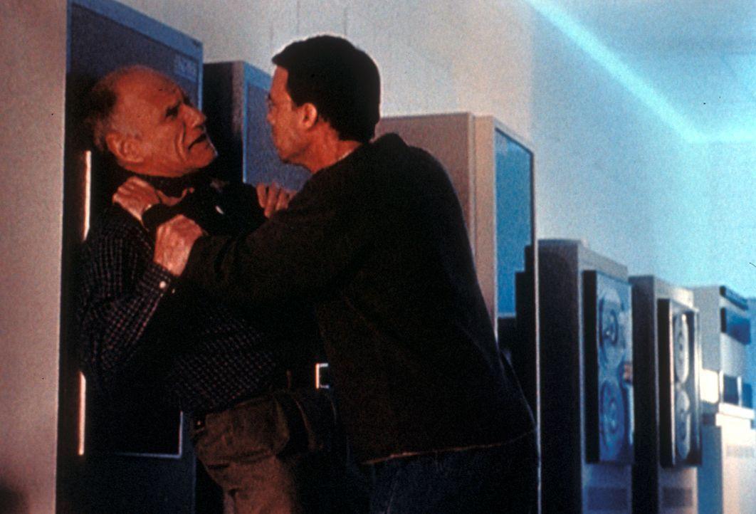 Jason Nichols (Joseph Fuqua, r.) ahnt nicht, dass der alte Mann (Michael Fairman, l.) er selbst ist. - Bildquelle: TM +   2000 Twentieth Century Fox Film Corporation. All Rights Reserved.