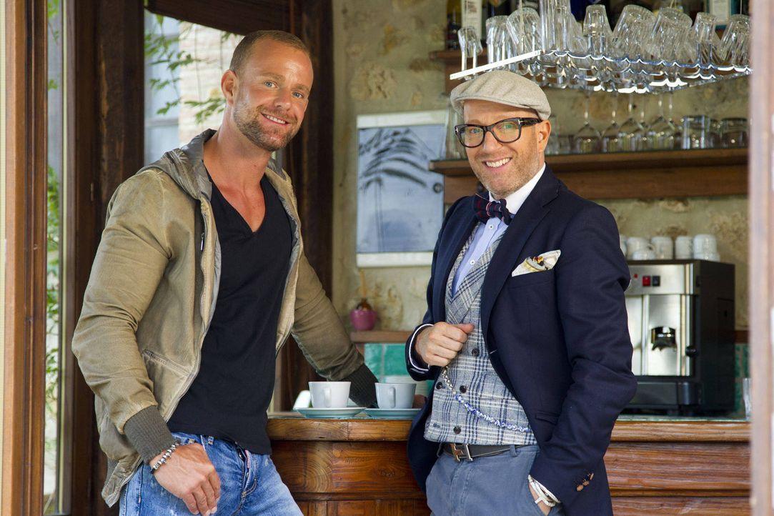 Millionär Dennis (l.) freut sich über den Besuch von Thomas Rath (r.). - Bildquelle: Richard Hübner ProSieben
