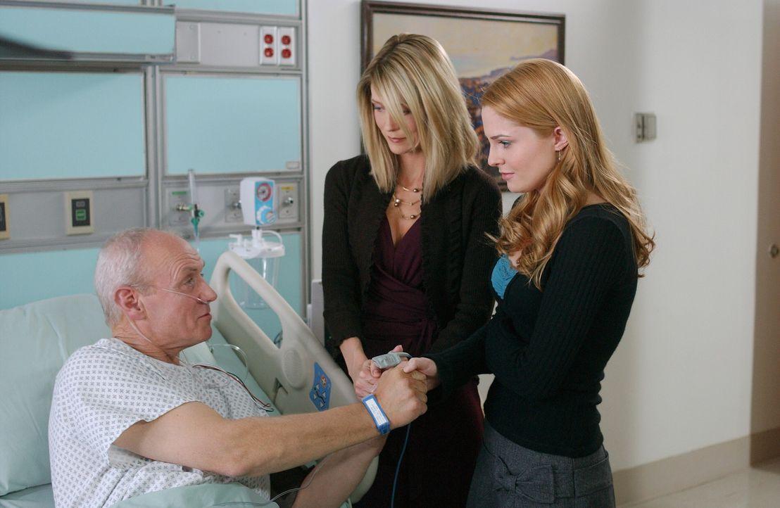 Nach seinem Herzinfarkt bittet Caleb (Alan Dale, l.) seine Töchter Lindsay (Shannon Lucio, r.) und Kirsten (Kelly Rowan, M.) um eine zweite Chance... - Bildquelle: Warner Bros. Television