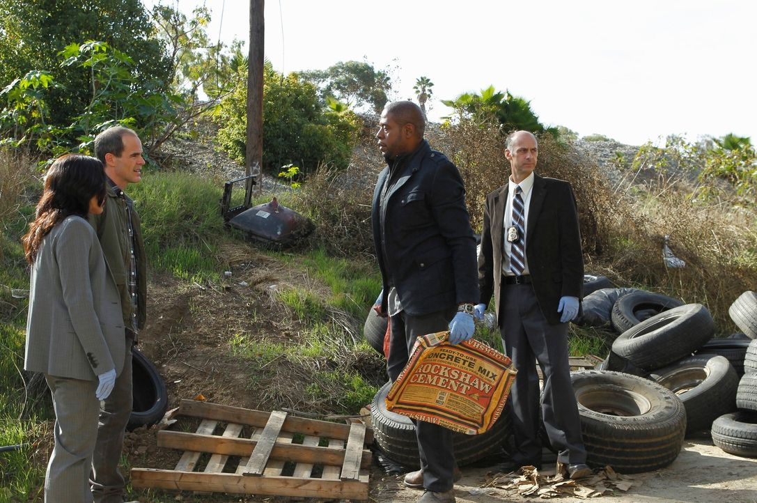Ermitteln in einem neuen Fall: Beth (Janeane Garofalo, l.), John (Michael Kelly, 2.v.l.), Sam (Forest Whitaker, 2.v.r.) und Det. Brigman (David Marc... - Bildquelle: ABC Studios