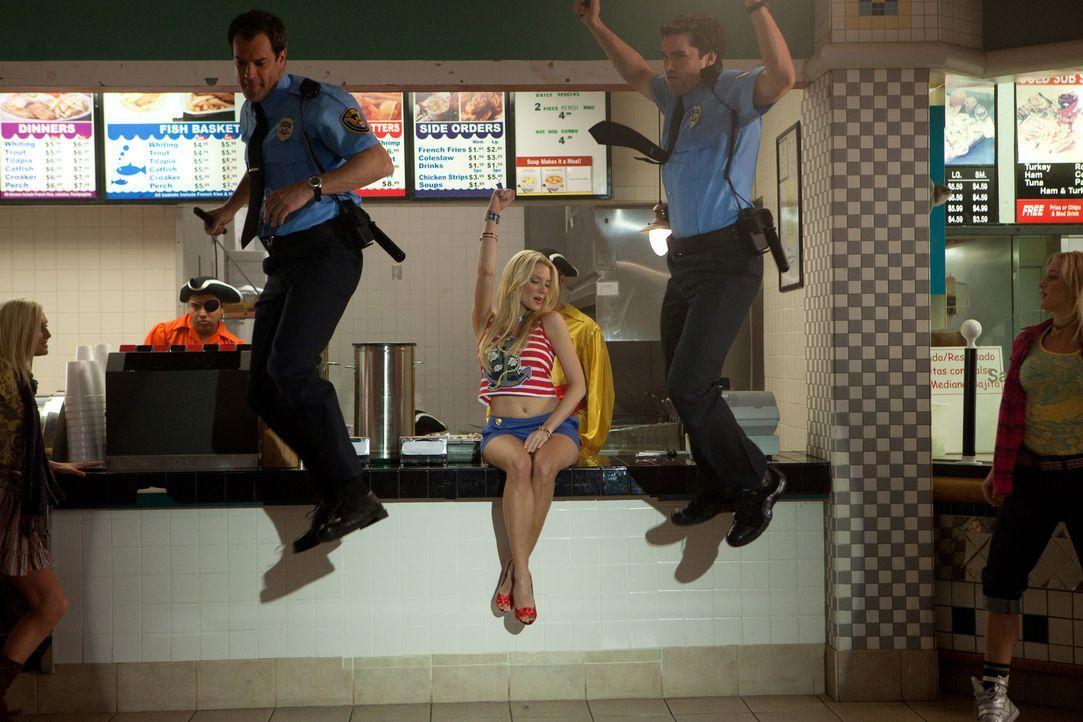 Jane hat einen ganz besonderen Traum, in dem auch Jay (Josh Stamberg, l.), Grayson (Jackson Hurst, r.) und Stacy (April Bowlby, M.) vorkommen ... - Bildquelle: 2009 Sony Pictures Television Inc. All Rights Reserved.