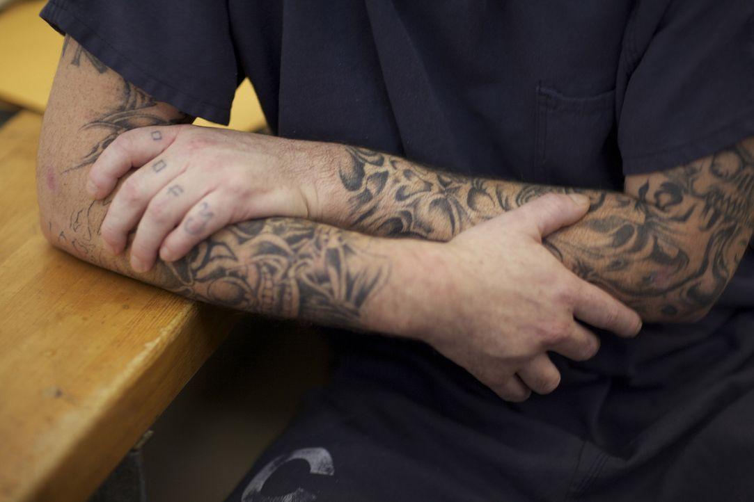 Häftling Justin Tait trägt seine Tattoos voller Stolz - er hat die Designs alle selbst entworfen ... - Bildquelle: James Peterson National Geographic Channels