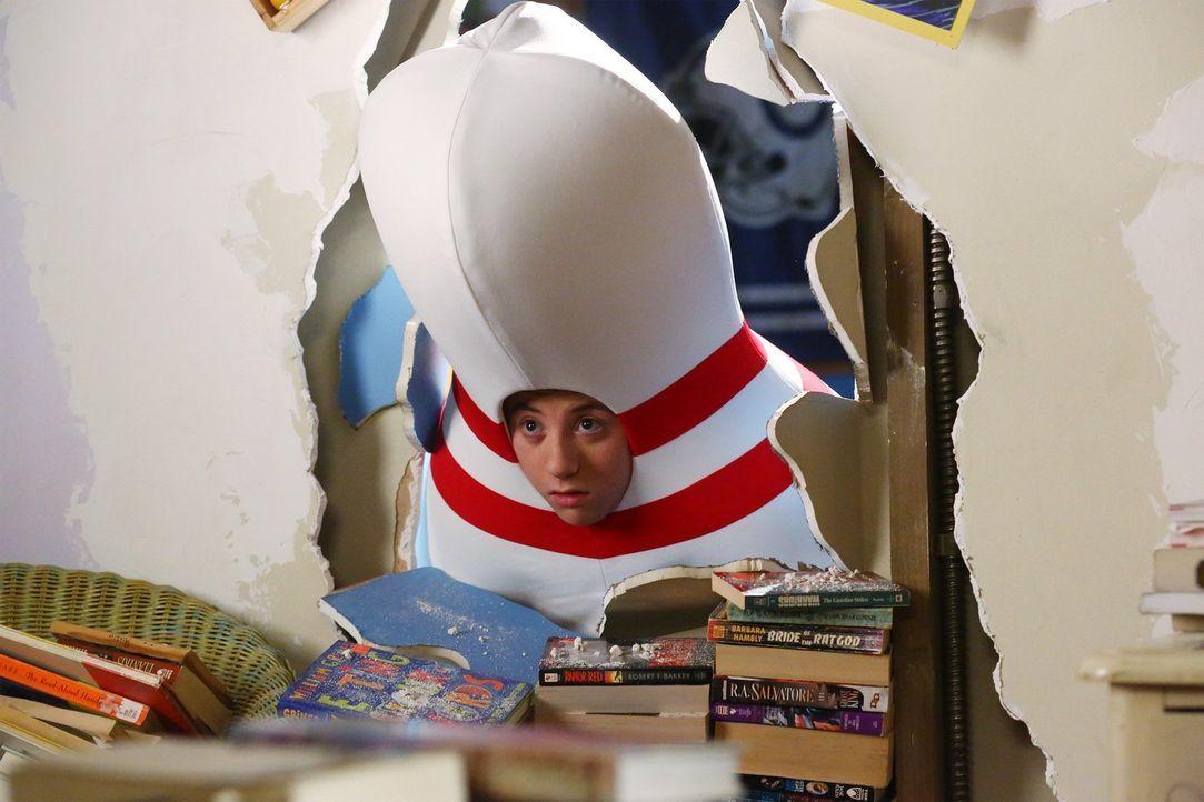 Brick (Atticus Shaffer) ist geschockt, wie weit seine Schwester geht, um ihr altes Zimmer zurück zu gewinnen ... - Bildquelle: Warner Bros.
