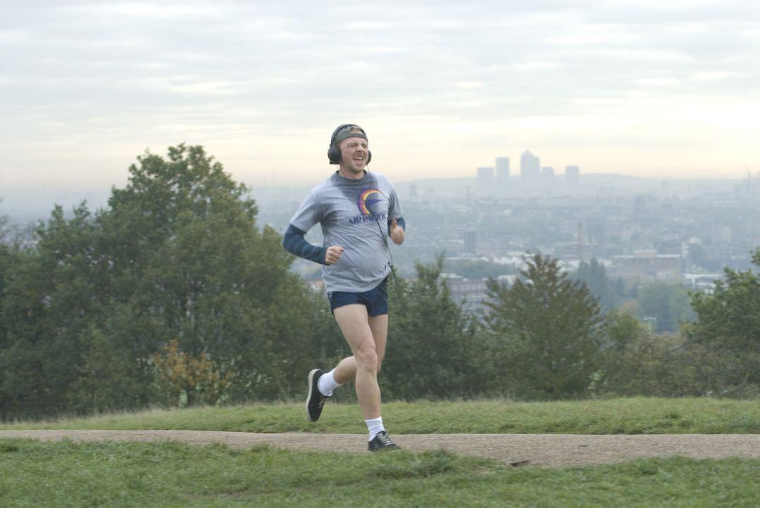 """Als Dennis (Simon Pegg) erfährt, dass sein Nebenbuhler Whit am """"Nike-River-Run"""", einem Marathon-Lauf in London, teilnehmen will, beschließt er, selb... - Bildquelle: 2008 Warner Brothers"""
