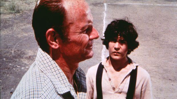 Der neue Trainer Pete Ellerbee (William Taylor, l.) versucht, Albert (Matthew...