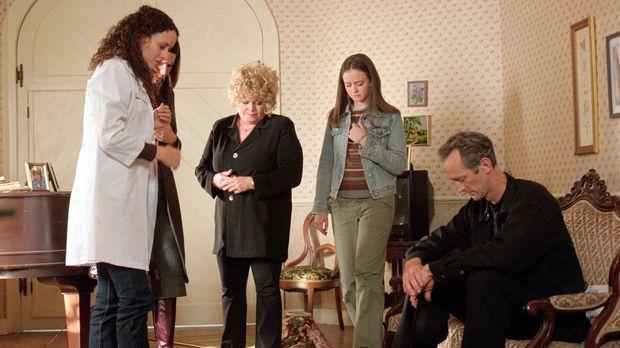 Während die Tierärztin Jeannie (Delaune Michel, l.), Lorelai (Lauren Graham,...