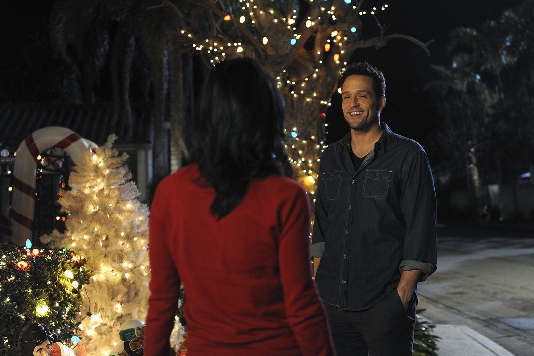 Grayson (Josh Hopkins, r.) hat eine Valentinstagsüberraschung für Jules (Courteney Cox, l.) ... - Bildquelle: 2009 ABC INC.