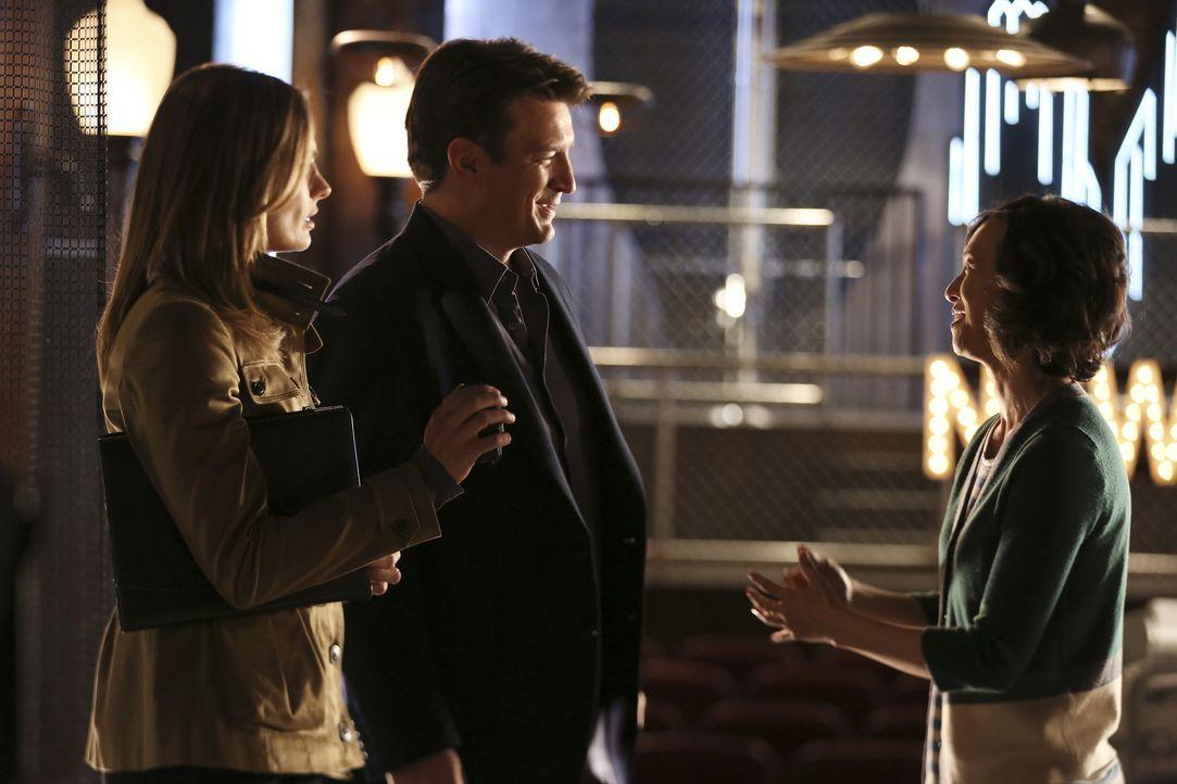 Ist Liz (Joy Omanski, r.) für Castle (Nathan Fillion, M.) und Kate (Stana Katic, l.) von Nutzen? - Bildquelle: John Fleenor ABC Studios